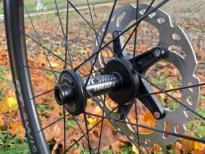 dtswiss_erc-1100_aero-wide-carbon-endurance-road-tubeless-clincher-wheelset_laced-front-hub-driveside