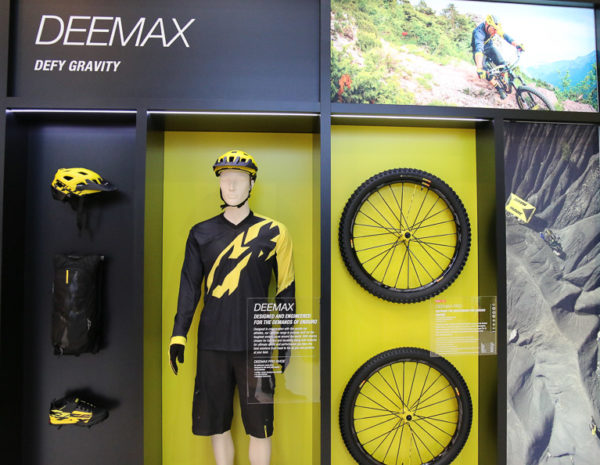 mavic-deemax-elite-enduro-shoes-wheels-tireseurobike-2016-86