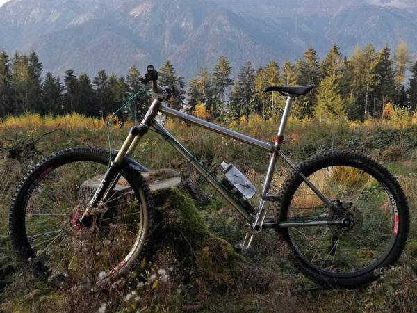 selberbruzzler_podenco-cycles_fr-dh-hardtail_amateur-framebuilder-collective_aggressive-all-mountain-trail-mountain-bike_alpine