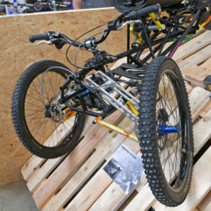 selberbruzzler_podenco-cycles_handuro_amateur-framebuilder-collective_custom-handcycle-all-mountain-enduro-trike_150mm-independent-suspension