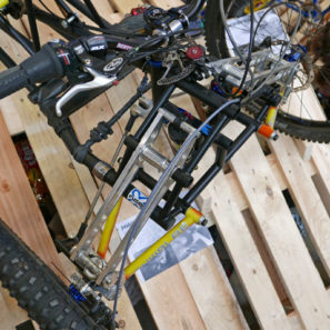selberbruzzler_podenco-cycles_handuro_amateur-framebuilder-collective_custom-handcycle-all-mountain-enduro-trike_linkage-detail