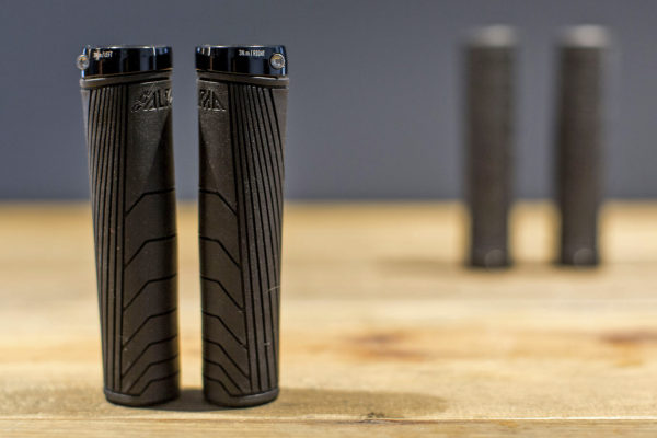 ride-alpha_by-commencal_gravity-grips_side