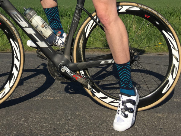 suplest-edge3-pro_carbon-sole-road-shoes_stepping-off