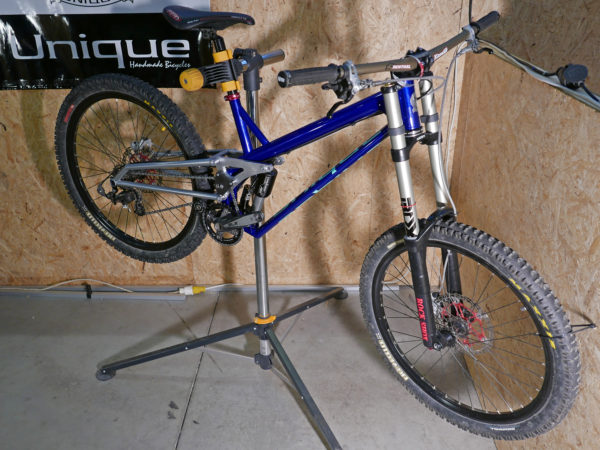 unique-cycles_custom-steel-and-aluminum-dh-bike_complete
