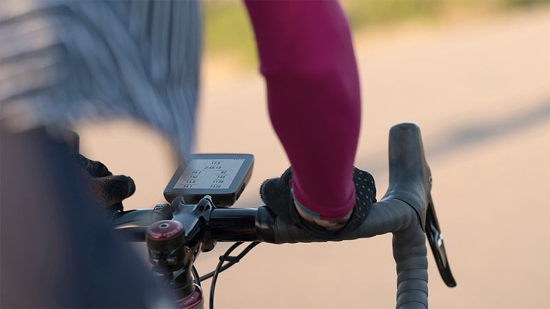 hammerhead karoo gps cycling computer with live route tracking and creation