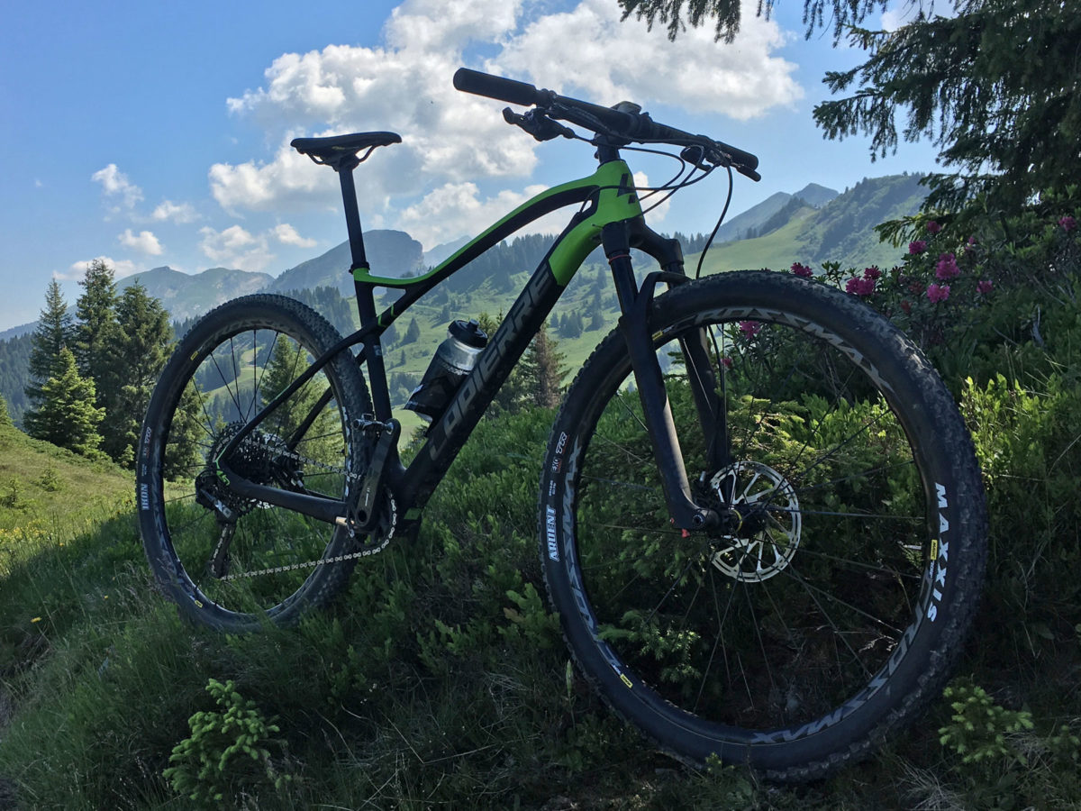 lapierre prorace sat mixes carbon xc hardtail speed with. Black Bedroom Furniture Sets. Home Design Ideas