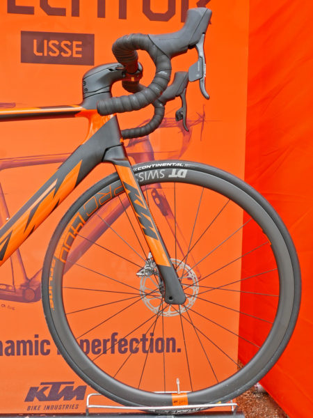 KTM Revelator Lisse fully-integrated cockpit carbon disc-brake aero road bike front end