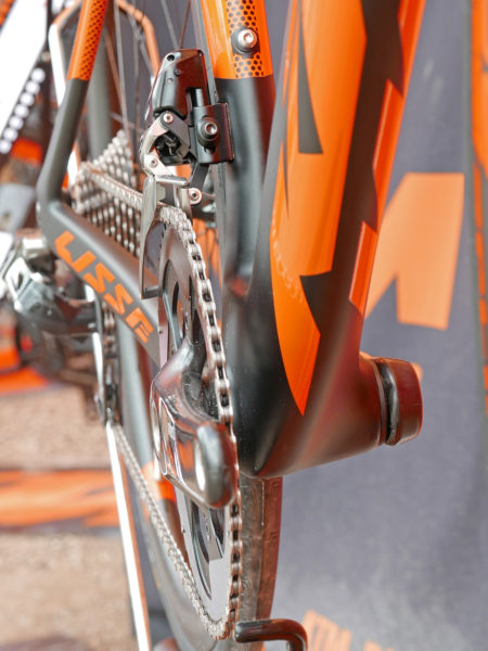 KTM Revelator Lisse fully-integrated cockpit carbon disc-brake aero road bike bottom bracket cluster