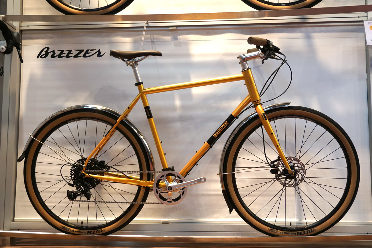 2018 Breezer Doppler Cafe city commuter bicycle with disc brakes and full coverage fenders