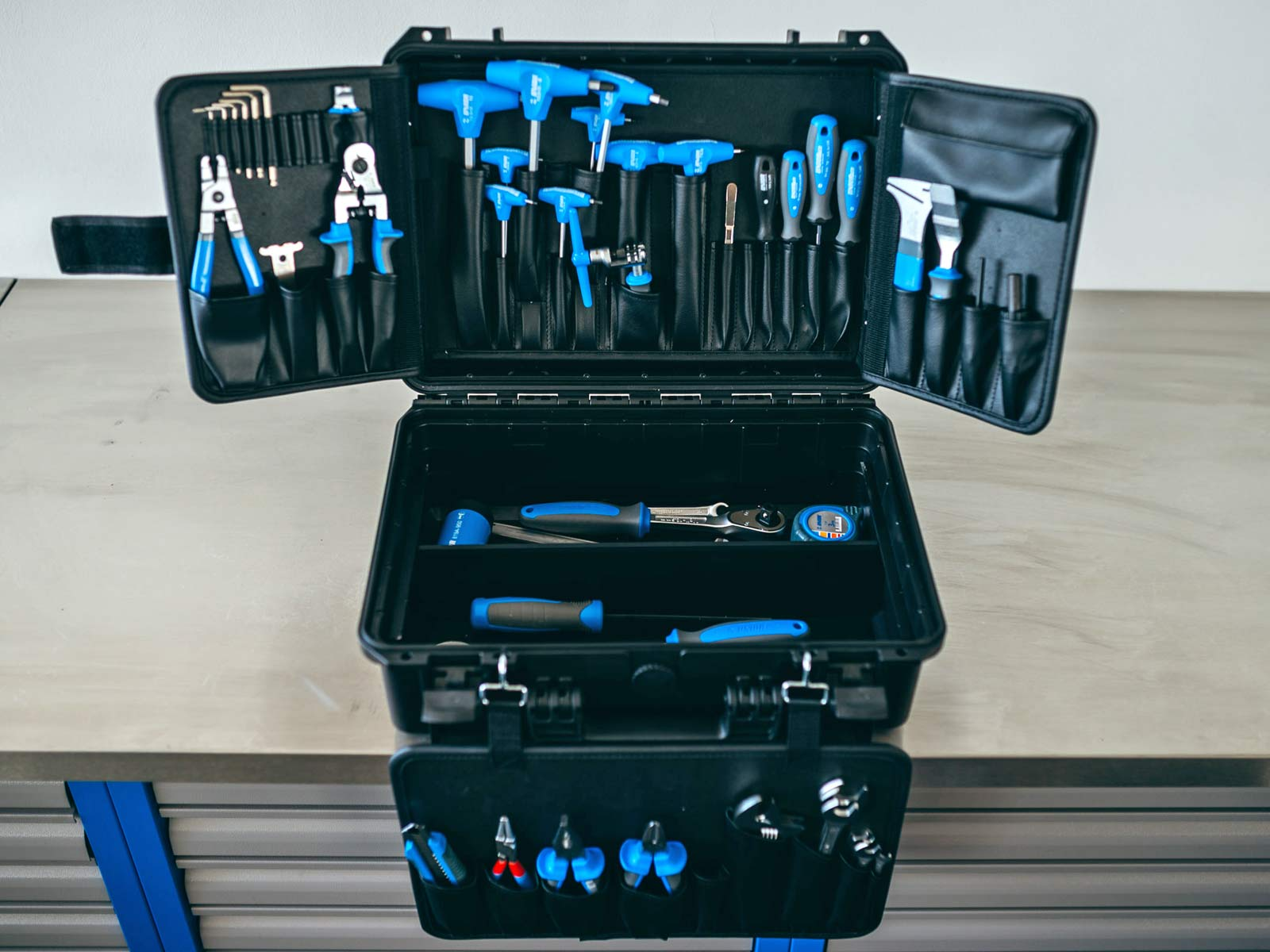 eb17 unior tool spins up unique hub genie pro kit travel case 2 for 1 disc tool much more. Black Bedroom Furniture Sets. Home Design Ideas