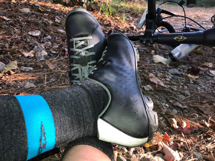 Shimano XC5 review covers the details of their newest gravel road bike shoe including actual weights