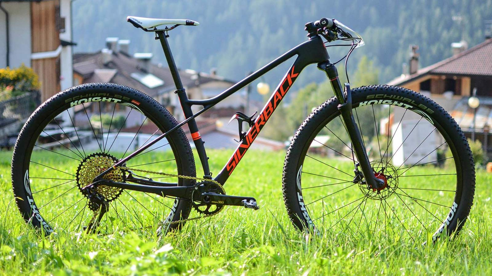 silverback superspeed flexes its latest carbon xc race. Black Bedroom Furniture Sets. Home Design Ideas
