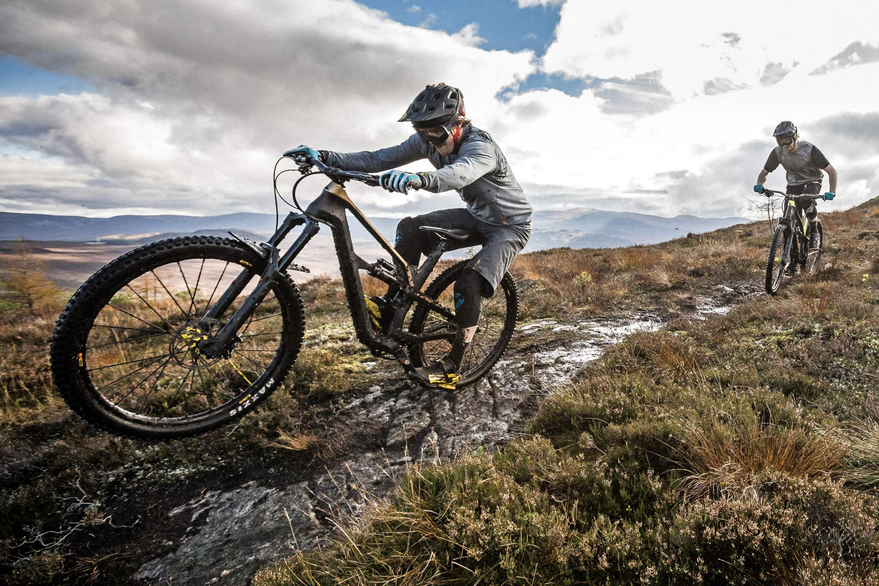 Canyon Spectral CF SLX shreds trail as all-new, more aggressive