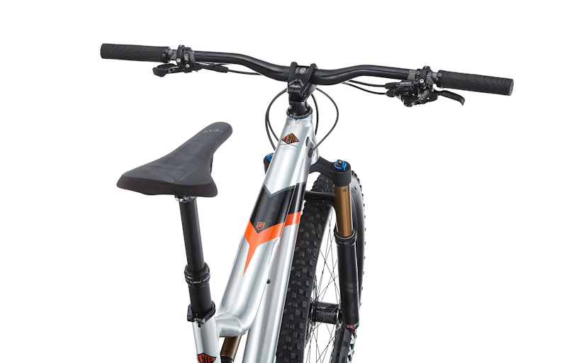 Commencal 2018 Meta TR V4.2, cockpit from behind