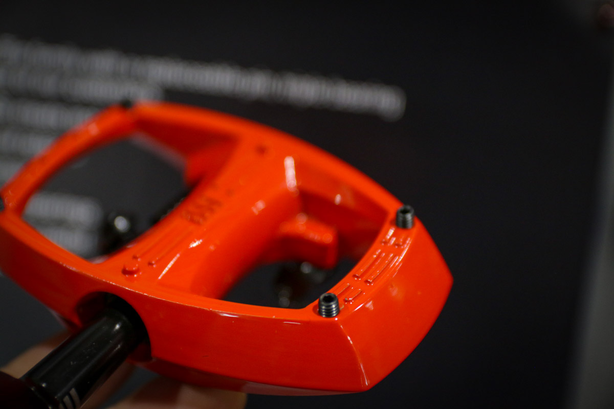 FB18: Smash the pedals w/ new iSSi Stomp XL platform, and Flip III