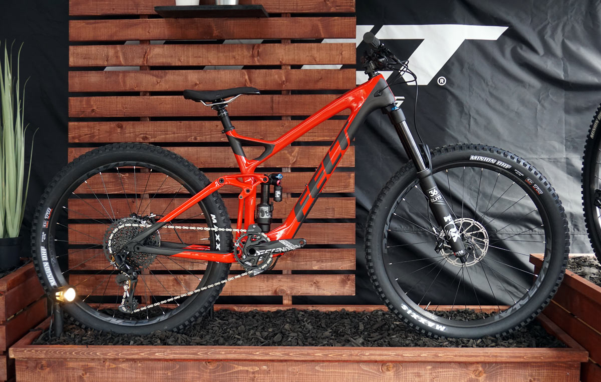 soc18 felt compulsion enduro bike goes carbon updates. Black Bedroom Furniture Sets. Home Design Ideas