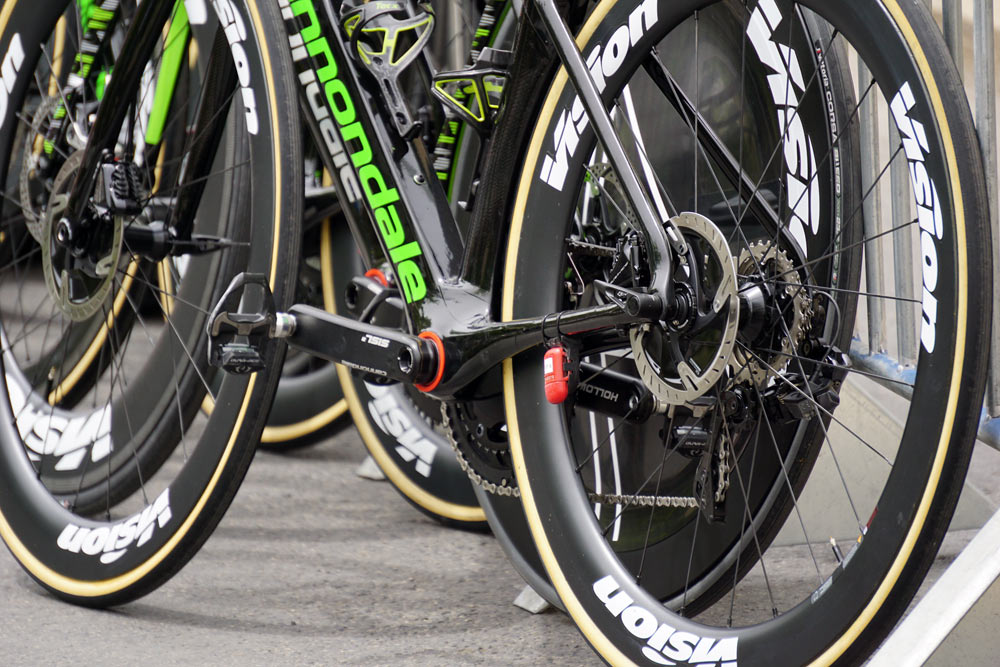 prototype cannondale aero disc brake road bike spotted at 2018 giro d-italia under Drapac pro cycling team