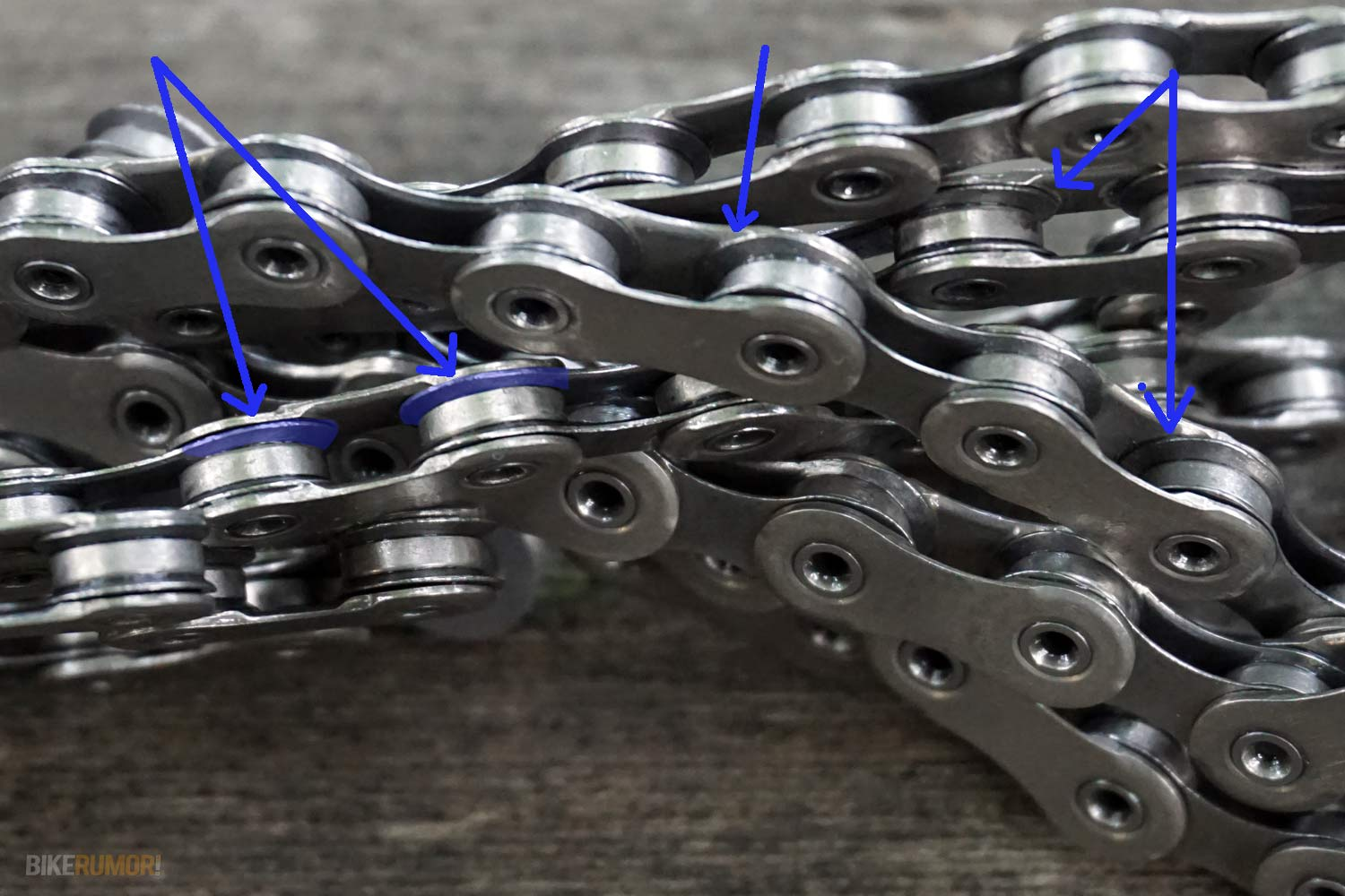 Shimano XTR M9000 chain with dynamic chain engagement