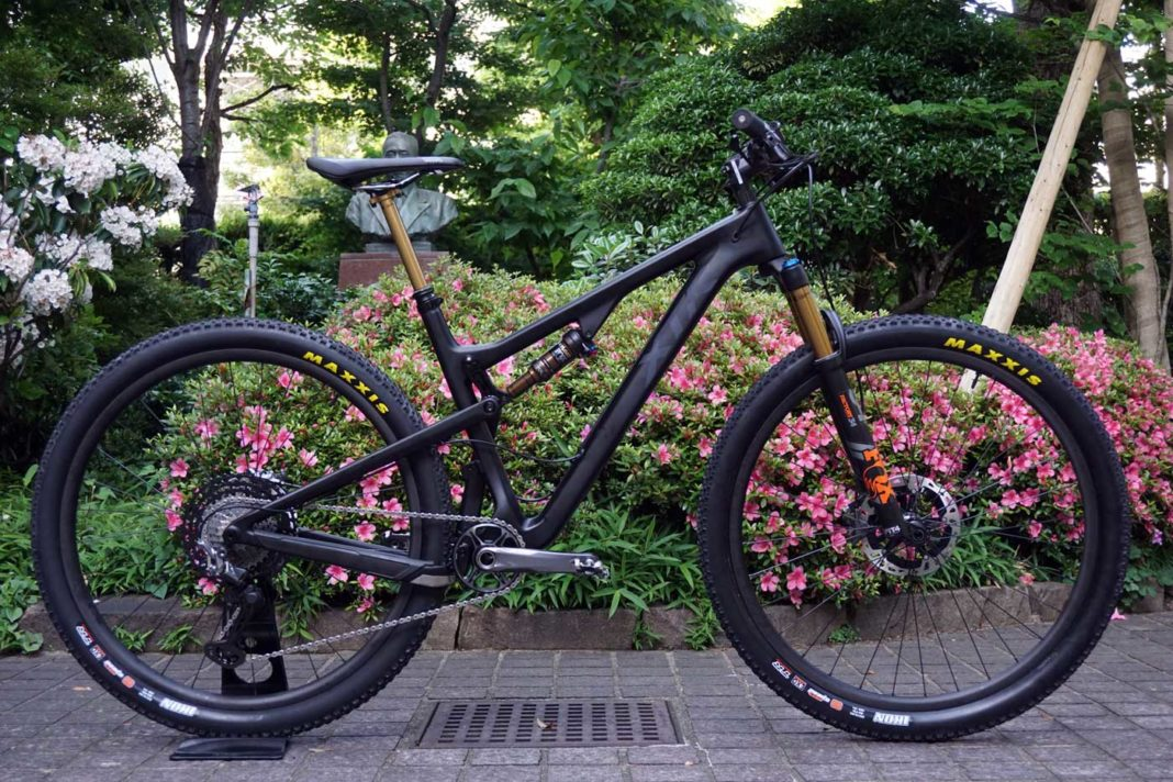 2019 Shimano XTR M9100 photos installed on the bike with product development design story and background info from Bikerumor