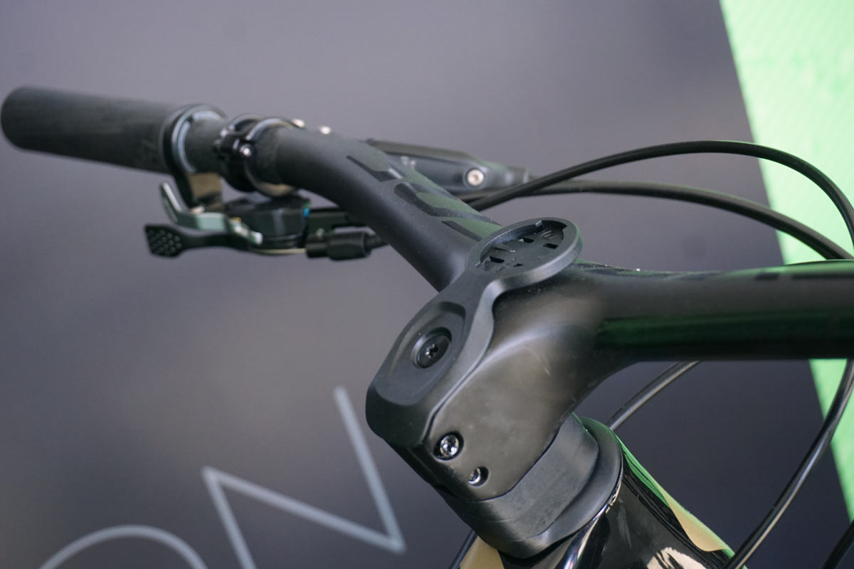2019 Syncros Fraser IC SL and Hixon IC Rise integrated lightweight carbon handlebar and stem for enduro trail and xc mountain bikes