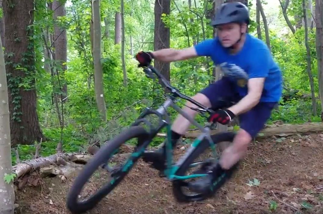 The 2018 Breezer Lightning Plus Team is a modern steel hardtail mountain bike has a mix of trail bike and XC geometry to handle both tight east coast trails and fast descents