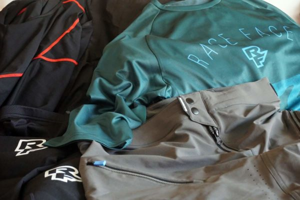 how much weight does road and mountain bike clothing add