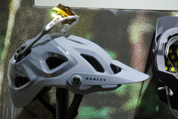 2019 Oakley DRT5 trail mountain bike helmet uses the BOA dial retention and has clips to hold your sunglasses on the back of the helmet