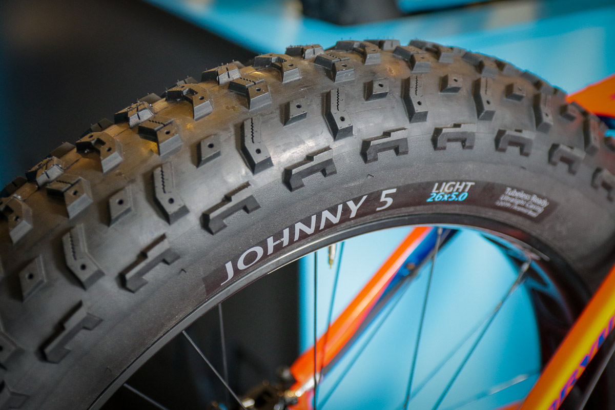 """EB18: Terrene Tires Johnny 5 is a true 5"""" tire + Griswold studded commuter, Cake Eater 29 x 2.8"""