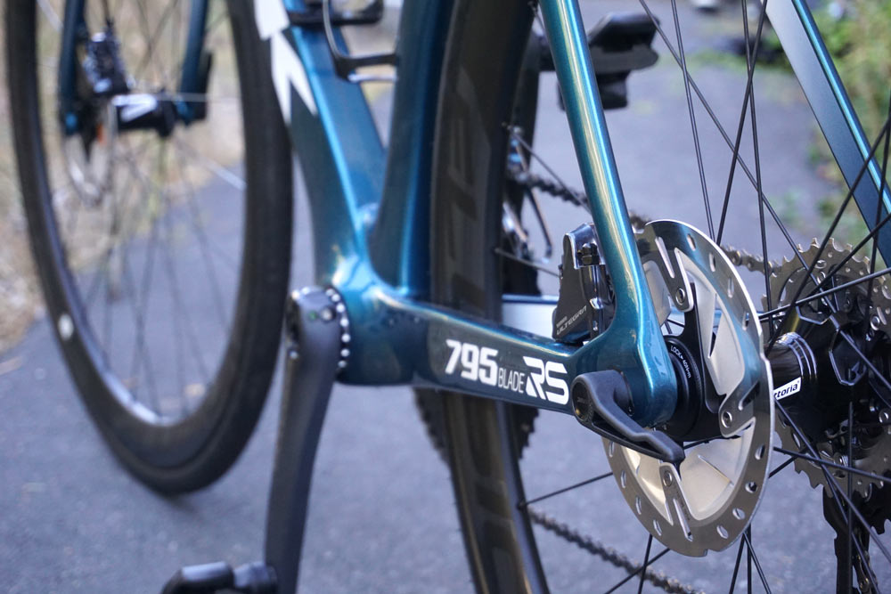 2019 Look Blade RS aero road bike with disc or rim brakes is made for comfort and speed