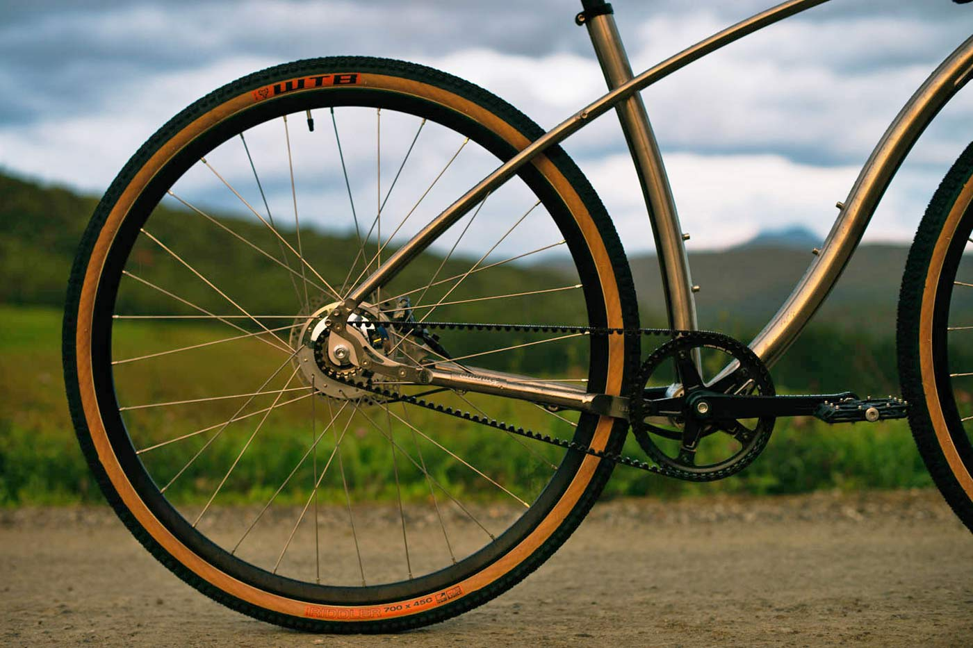 Budnitz-0-G_Zero-G_limited-edition-titanium-ti-gravel-road-bike_studio-complete Gates belt drive