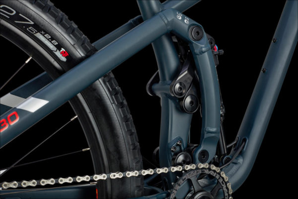 The Jamis Portal Hardline uses Chris Curries 3VO suspension platform to manage anti-squat and anti-rise for supple performance no matter how you are riding it