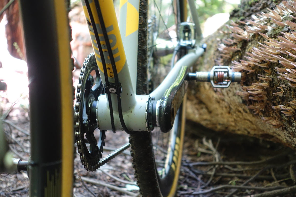The von Hof acx cyclocross bike has enough tire clearance for 700x40 so you can use it as a gravel bike too