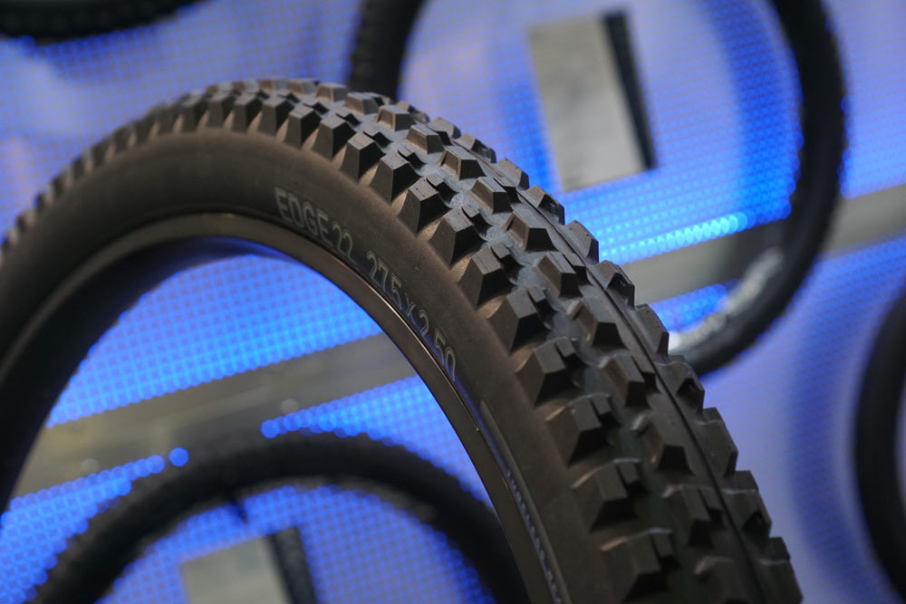 2019 Tioga Edge 22 trail mountain bike tire uses wide rows of knobs to create more cornering traction with additional edges
