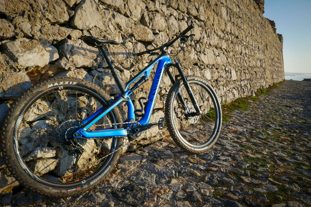 Canyon Neuron CF connects with more riders for XC / Trail