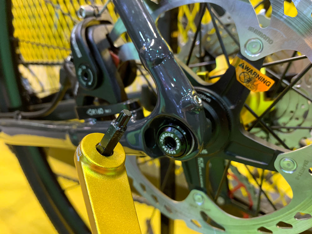 switch lever tooled thru axle with removable lever for road cyclocross gravel fat and mountain bikes