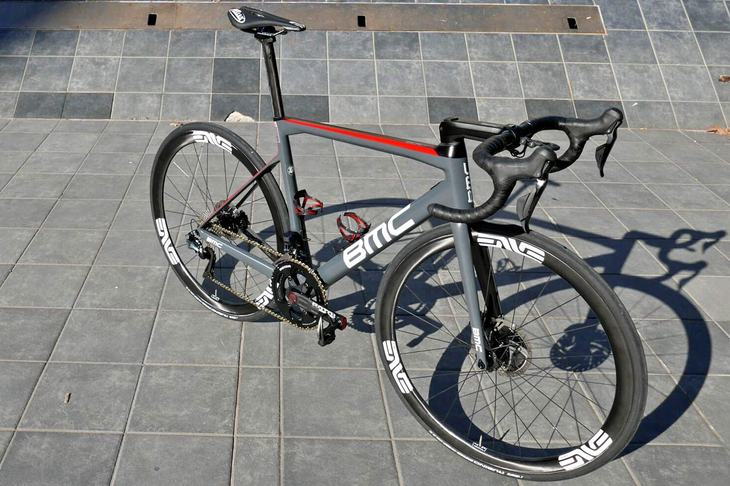 Pro Bike Check  Dimension Data go disc only w  prototypes on BMC Teammachine c5087ed3a