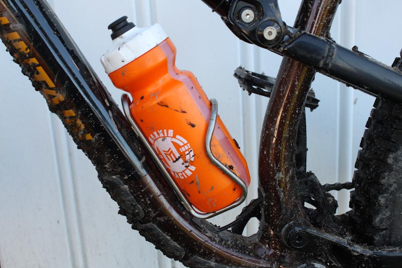 Silca Sicuro ti bottle cage, with bottle
