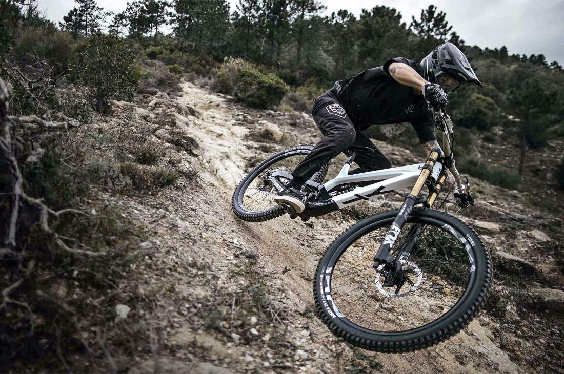 d0c79c1a437 YT Tues 29 CF brings big wheels to the World Cup winning carbon DH bike
