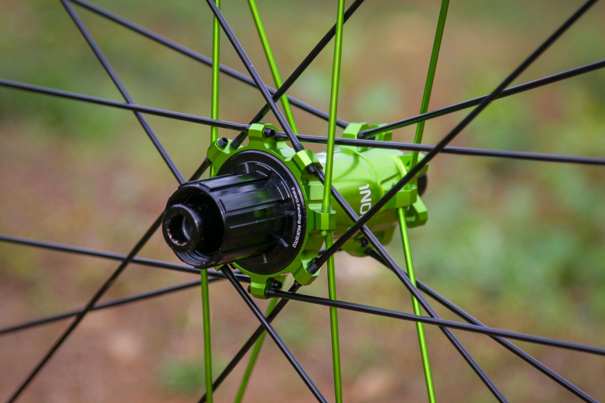 """Review: Industry Nine Hydra equipped Enduro310 Carbon 29"""" MTB wheels"""