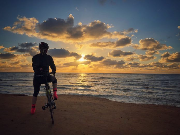 bikerumor pic of the day cycling in sunset cliffs, San Diego, California.