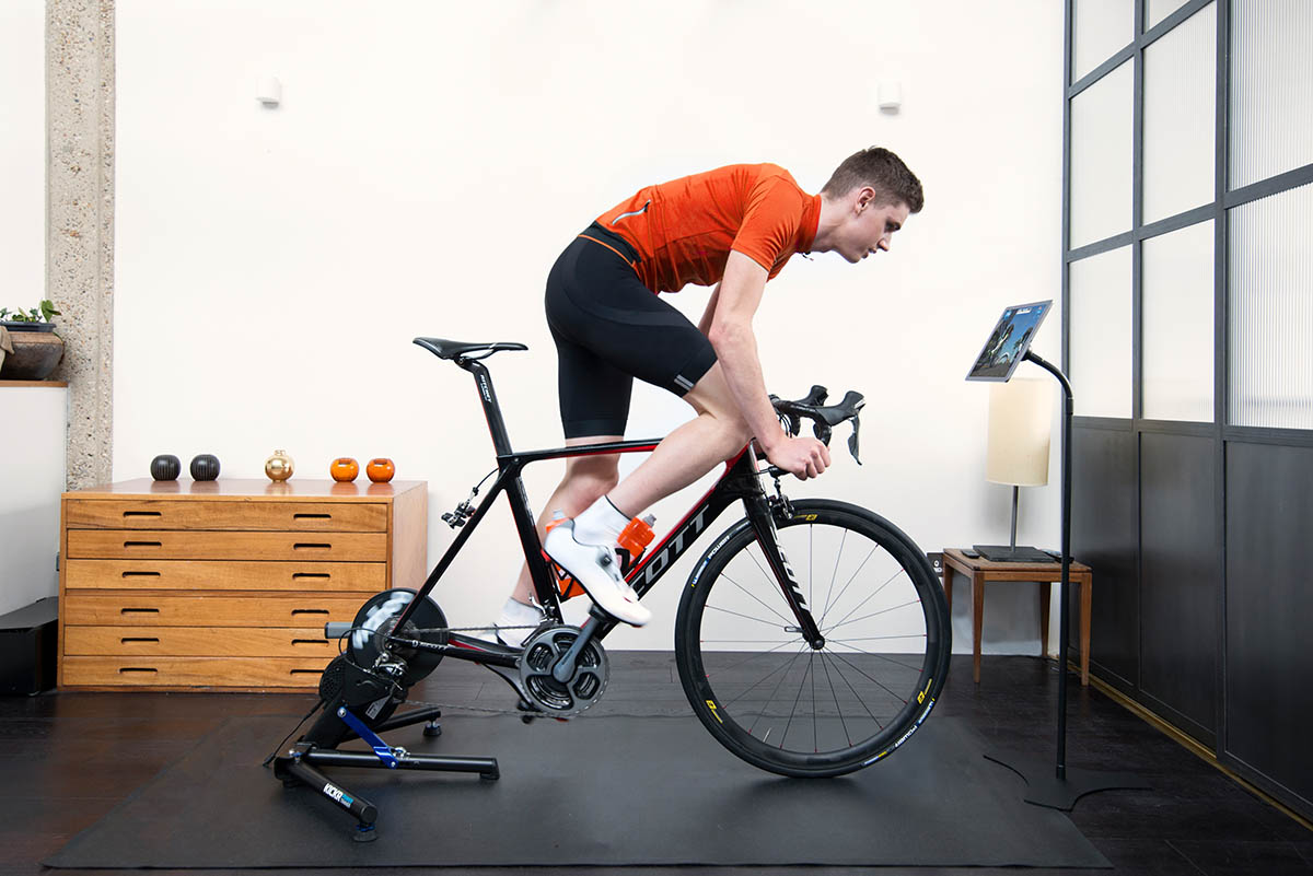 Zwift-indoor-cycling-training