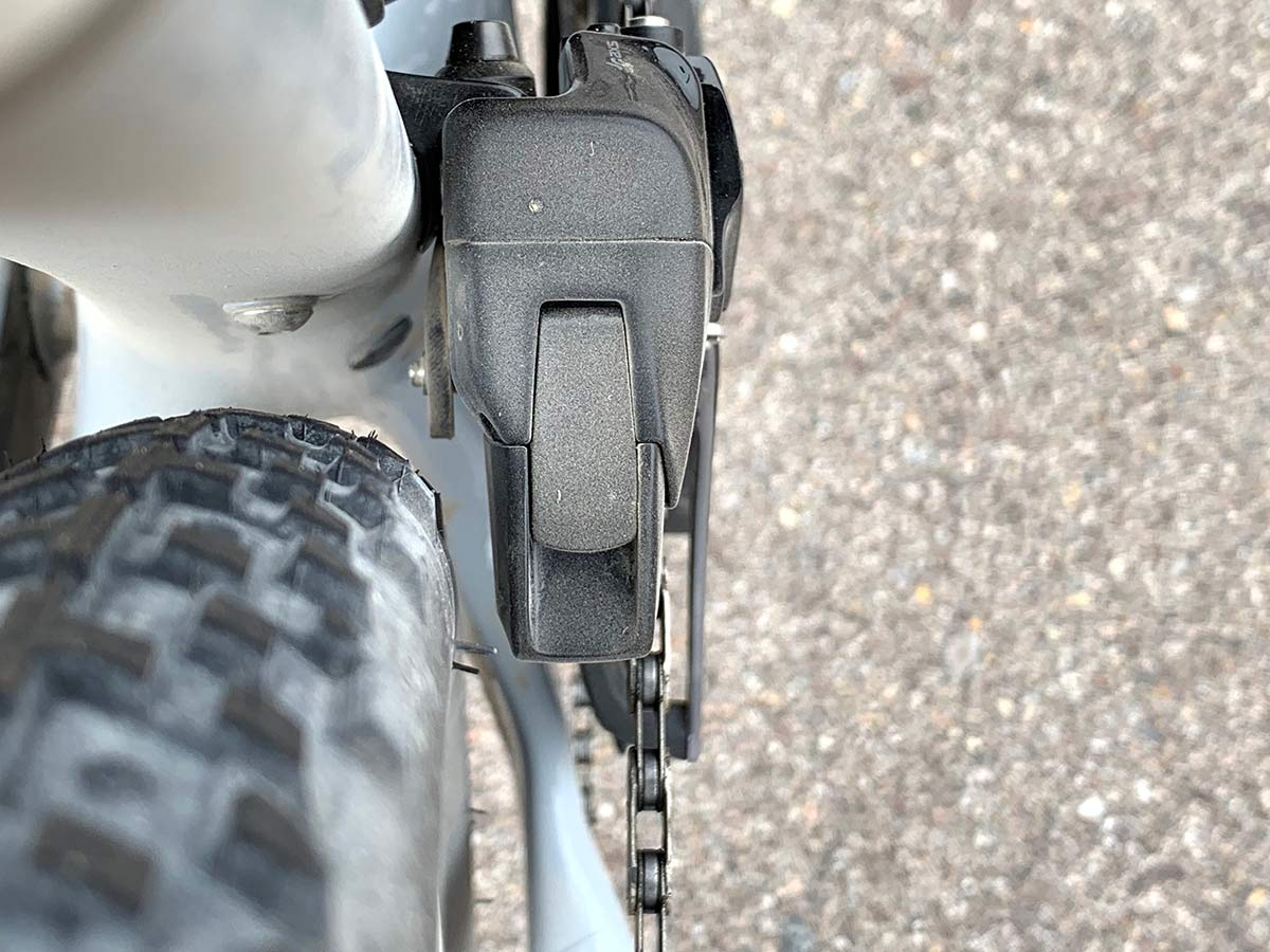 what size tire will fit next to the new SRAM RED eTap AXS front derailleur battery