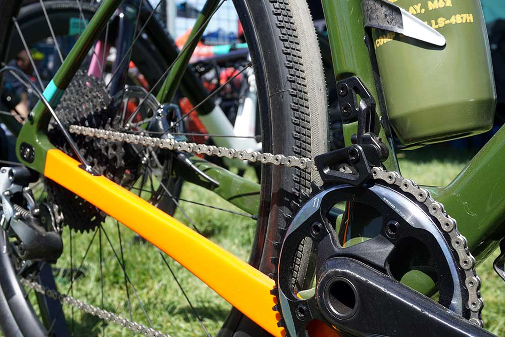 Chapter2 AO gravel bike with adjustable chainstay length and modular cable ports