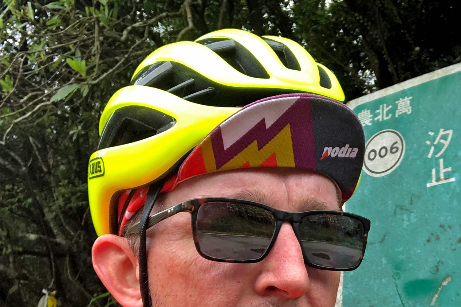 Abus Airbreaker helmet review, lightweight vented aero road bike helmet