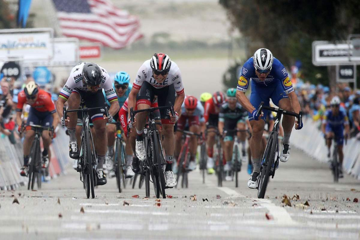 Jakobsen wins on prototype Specialized road tubeless tires