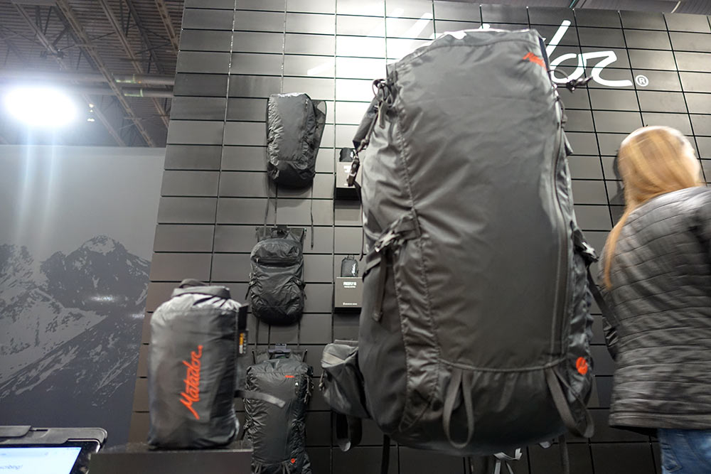 matador freereign 32 oversized lightweight packable travel backpack with hydration sleeve and side pockets