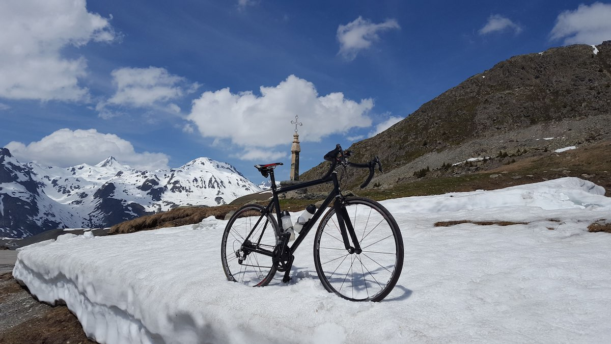 bikerumor pic of the day cycling in the french alps, snow on the road, Col de la Croix de Fer