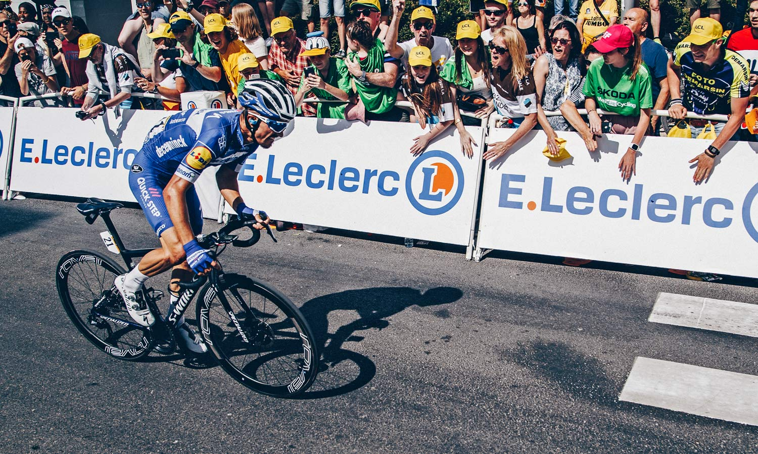 Specialized Turbo RapidAir road tubeless, pro-level tubeless road bike tire, Julian Alaphilippe yellow jersey holder Tour de France 2019, photo by CyclingImages