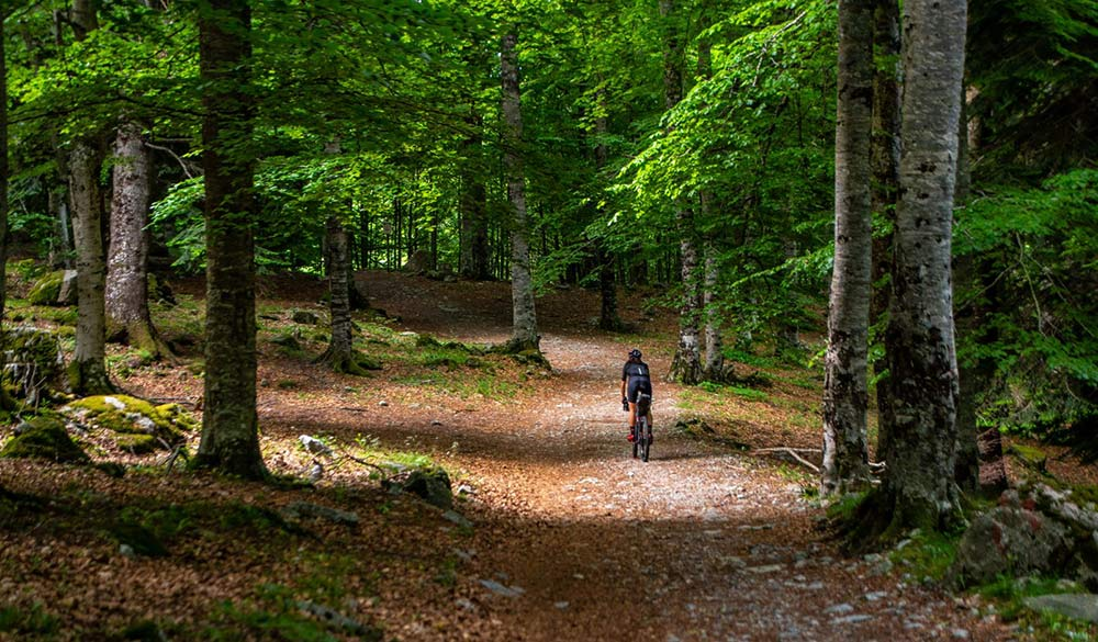 where to ride gravel roads and backroads in the spanish pyrenees mountaints