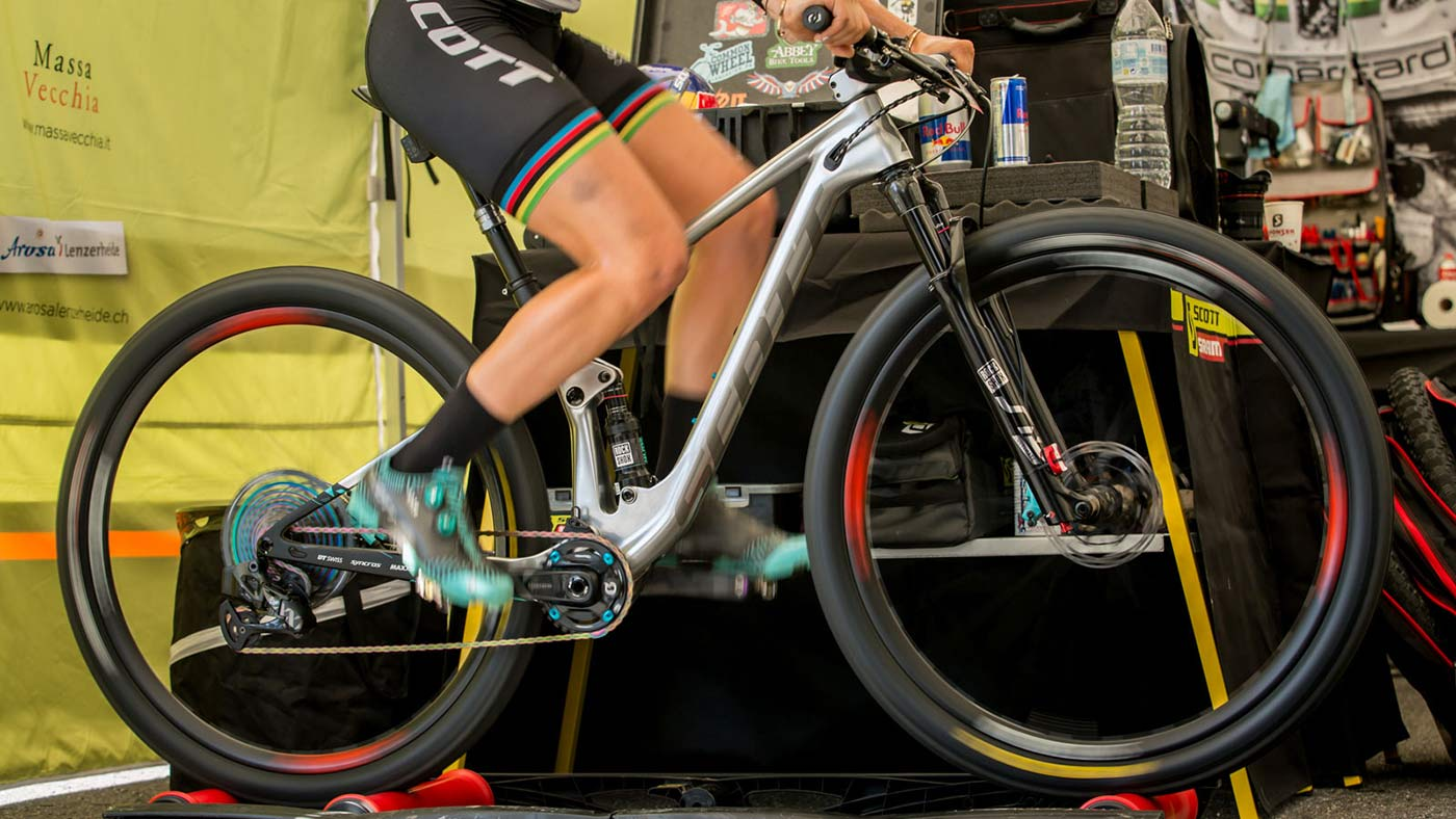 what kind of mountain bike does kate courtney ride in 2019